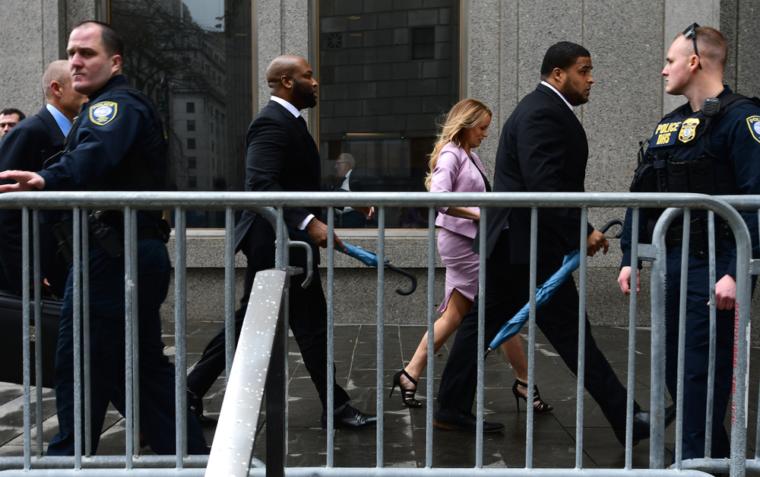 Stormy Daniels auf dem Weg zum New Yorker Gericht